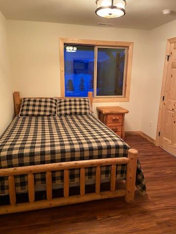Basement bedroom - Queen