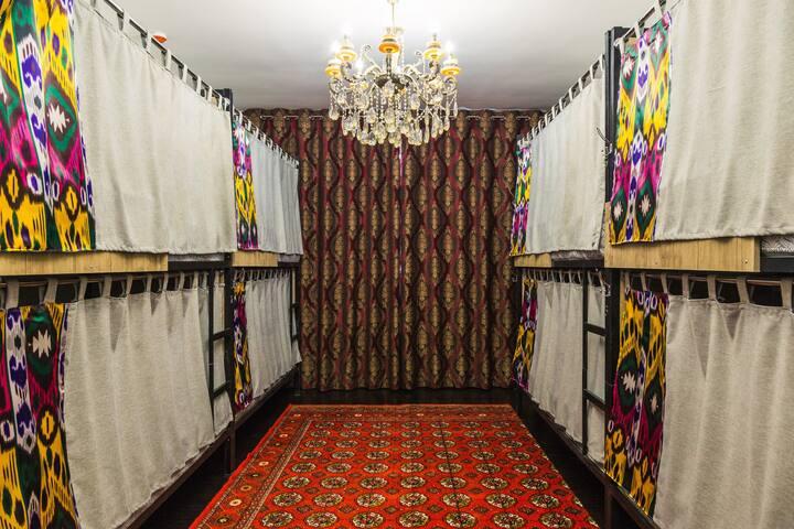Уютный хостел в центре Ташкента в восточном стиле