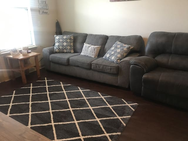 Nice clean/quiet Apartment and comfy couch!
