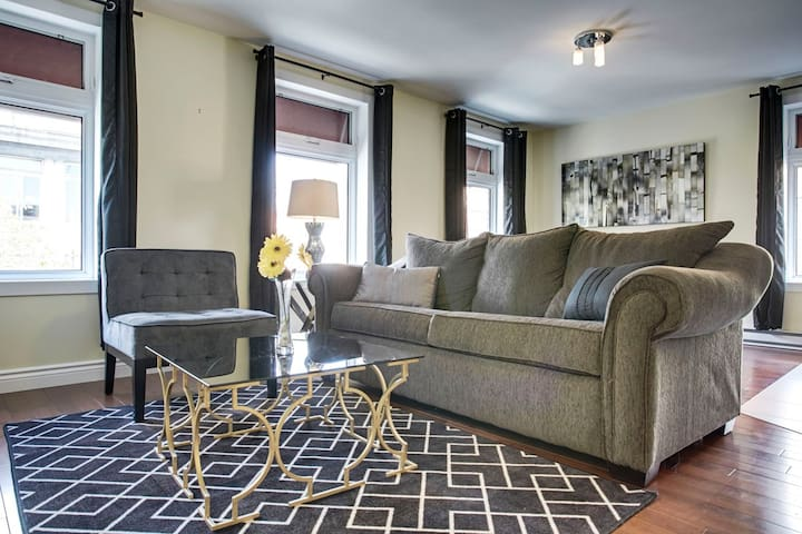 Sonder   Beaudry   Sunny 1BR + Sofa Bed