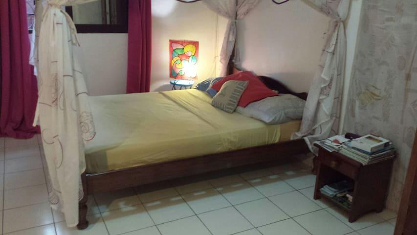 Chambre dans jolie maison et quartier tranquille - Passamainty - Huis