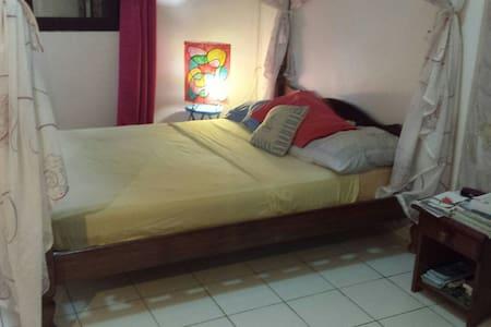 Chambre dans jolie maison et quartier tranquille - Passamainty - Dům