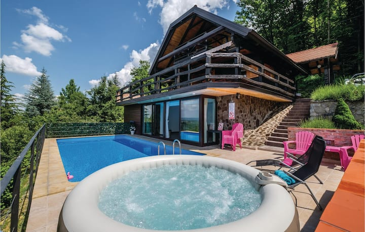 Nice home in Samobor with Jacuzzi, WiFi and Outdoor swimming pool
