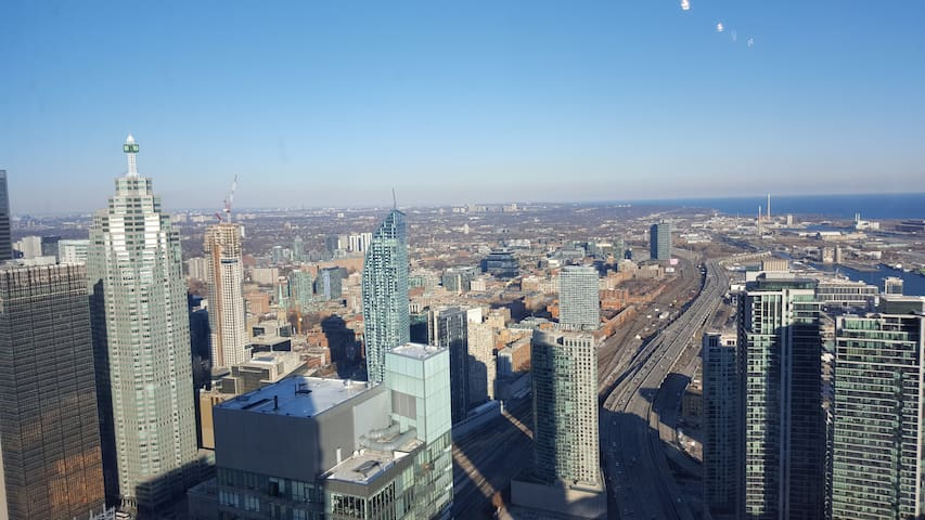 New Condo With Stunning VIEWS! - Toronto - Daire