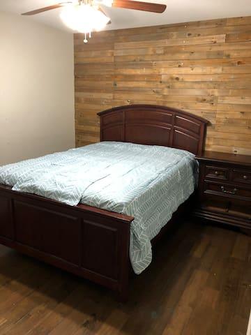 Bedroom #2, queen bed