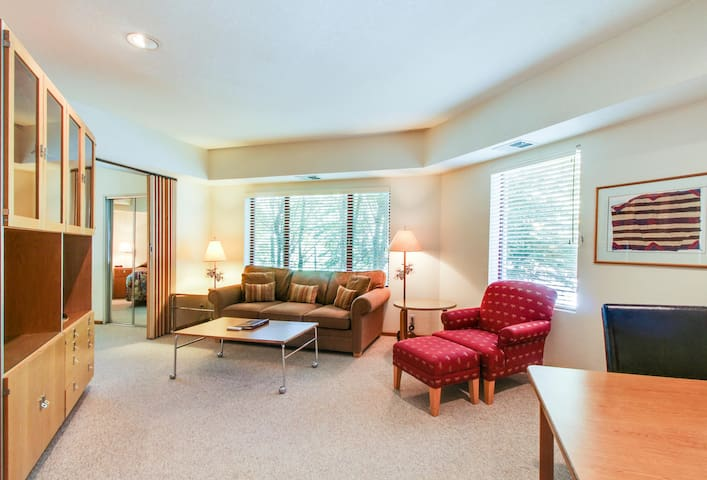 Ski-in/ski-out condo with views and a shared hot tub, pool, sauna & tennis!
