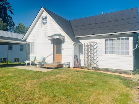 Charming 3 bedroom home in the Heart of the Gorge.