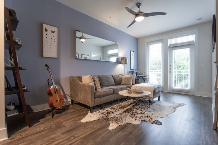 Modern Upscale Condo minutes from Zilker/Downtown