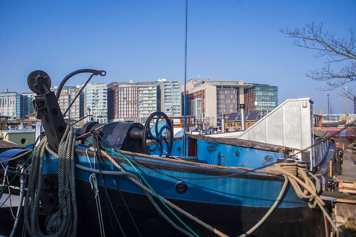 Pretty studio on a ship in the Heart of Amsterdam