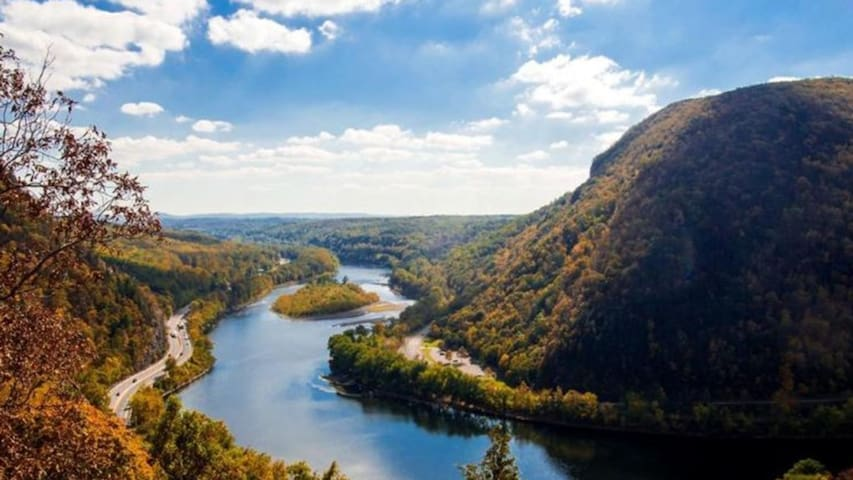 Come stay in the wonderful Pocono Mountains!