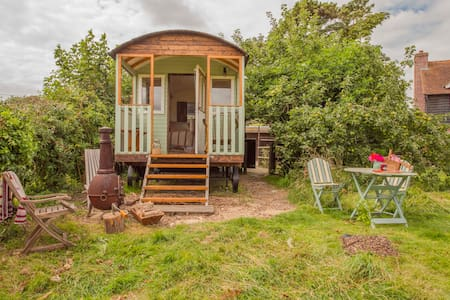 Simply lovely South Downs Shepherd hut - East Sussex - Casa de campo