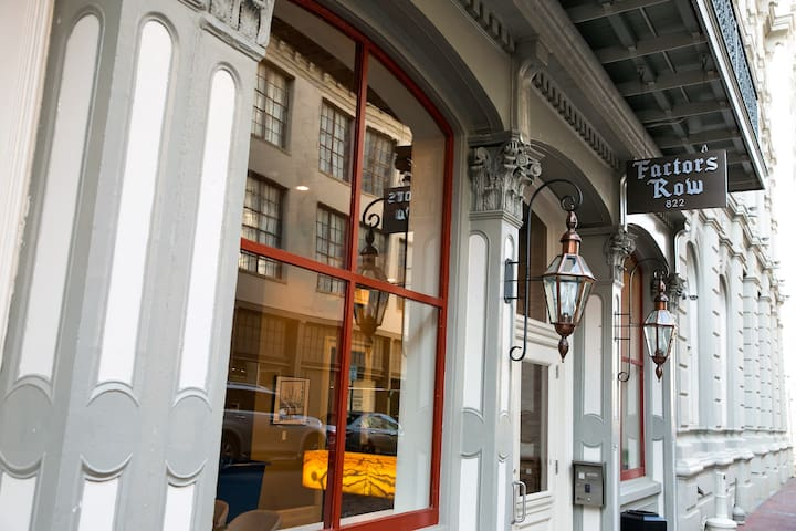 Perfect NOLA 2BR in Historic Building!