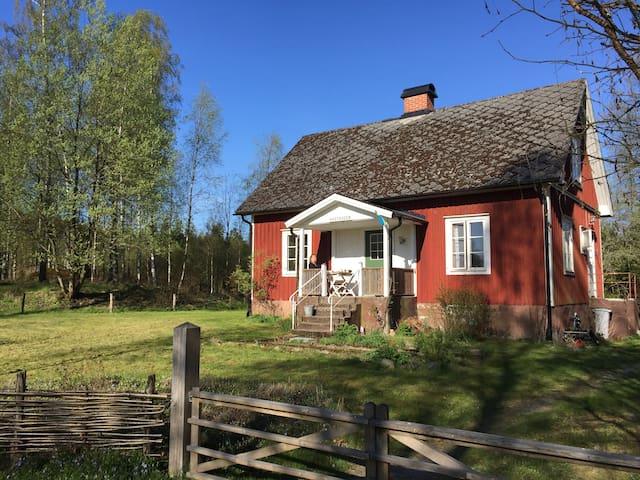 Traditionel, funktionel torp nær sø - Tingsryd SV - House