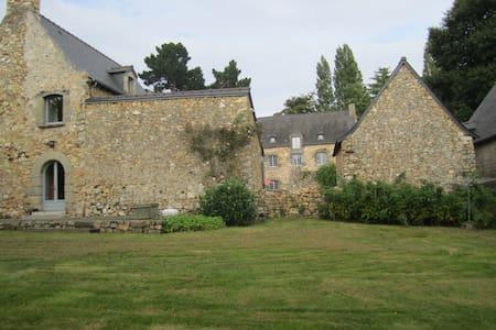Maison 18 eme entièrement rénovée. - Plouër-sur-Rance