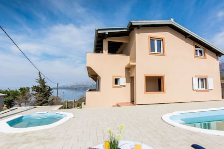 Villa SeaSunset- PRIVATE-pools/sea & mountain view