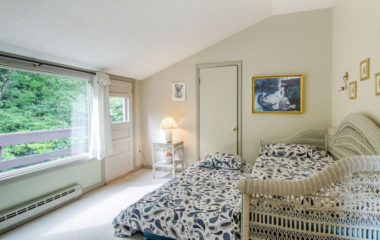 Bedroom with trundle bed
