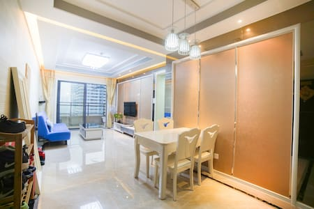 Guangzhou Canton Fair Apartment, One min to Metro - Foshan - Bed & Breakfast