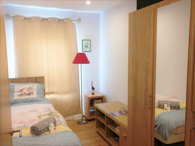 Elegant Modern Bedroom Close To City Center