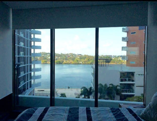 Room with a view at Portside - Hamilton - Apartamento
