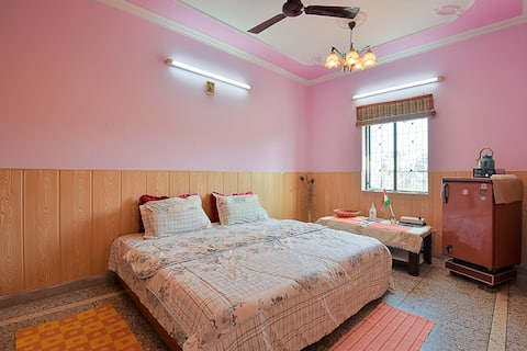 Full Flat is yours, Free WiFi, 101 Home Stay Delhi