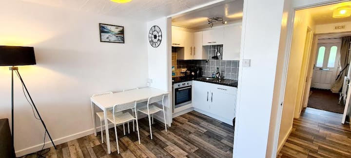 """Stunning 1 bed apartment above Fistral beach"""