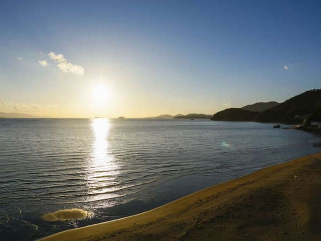 A Relaxing Stay at a Japanese Ryokan facing the Inland Sea, Breakfast and Dinner Included【From 2 pax】(陶器露天12畳)