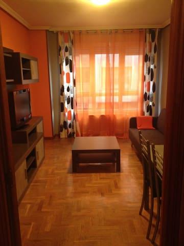 Apartamento grande con WIFI, zona CLINICA LOS VEGA - โอเบียโด