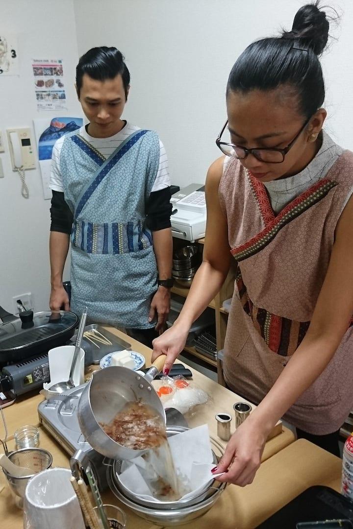 Make dashi (Japanese broth)