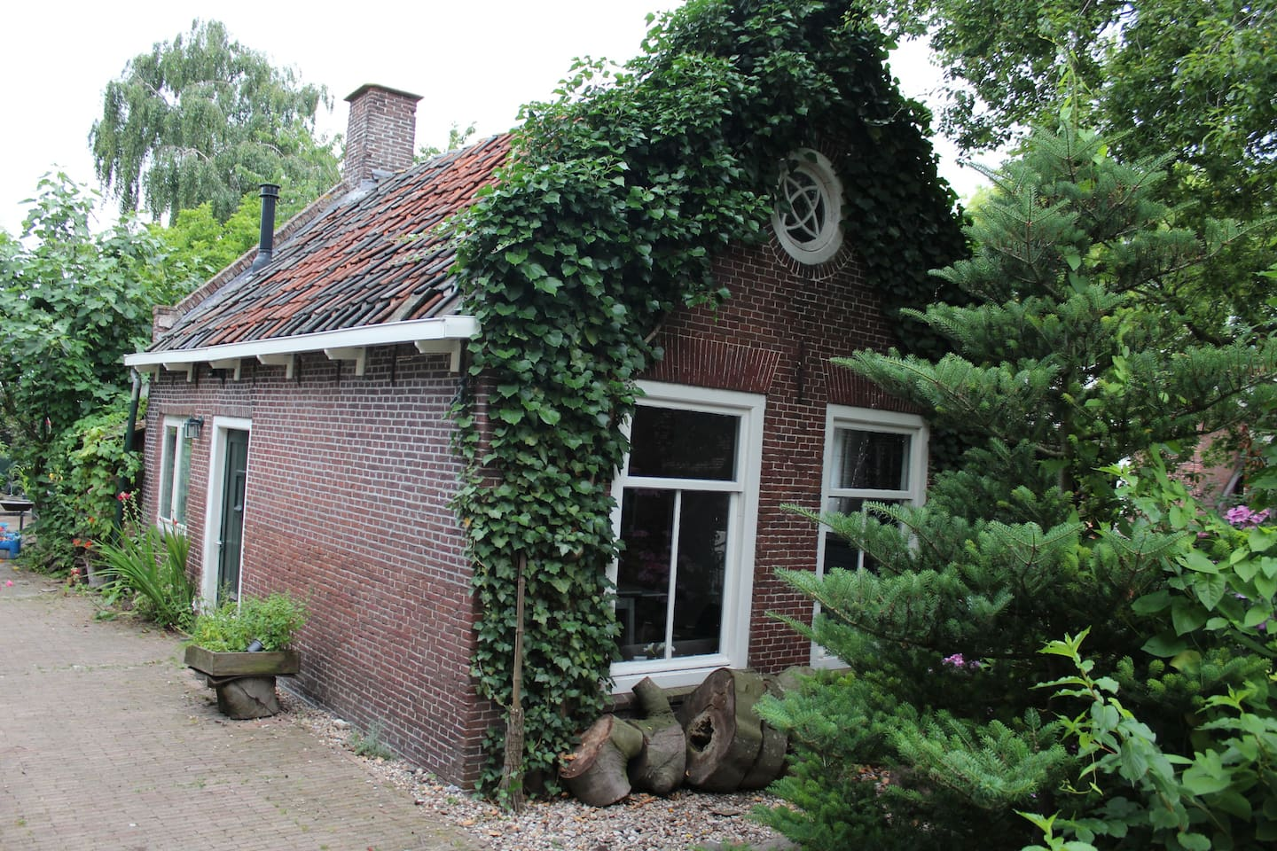 a small cottage from around the 1850's. Recently renovated.
