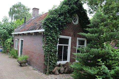 Typisk hollandsk minihus på landet fra 1850