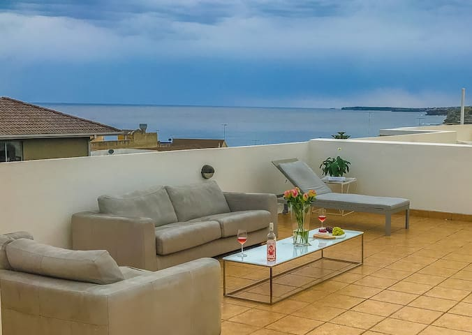 Luxurious Beach-side Penthouse with Ocean Views - Bondi Beach - Apartmen