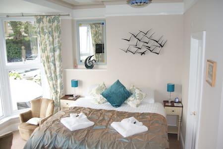 Blue Sky Bed & Breakfast 'Trencrom' room - Saint Ives
