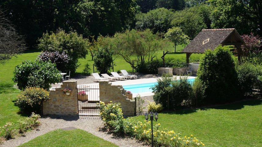 Demeure avec piscine tout près de Beaune - Beaune - House