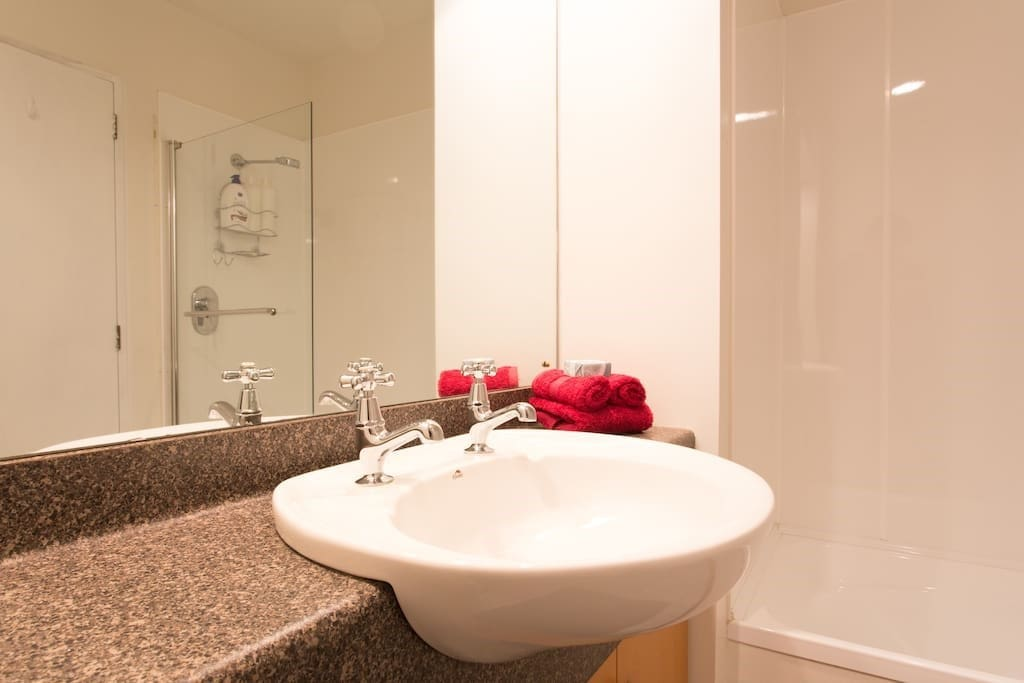Ensuite of Double room
