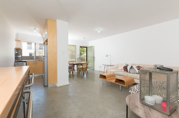 Funky ground floor apartment - Shenton Park