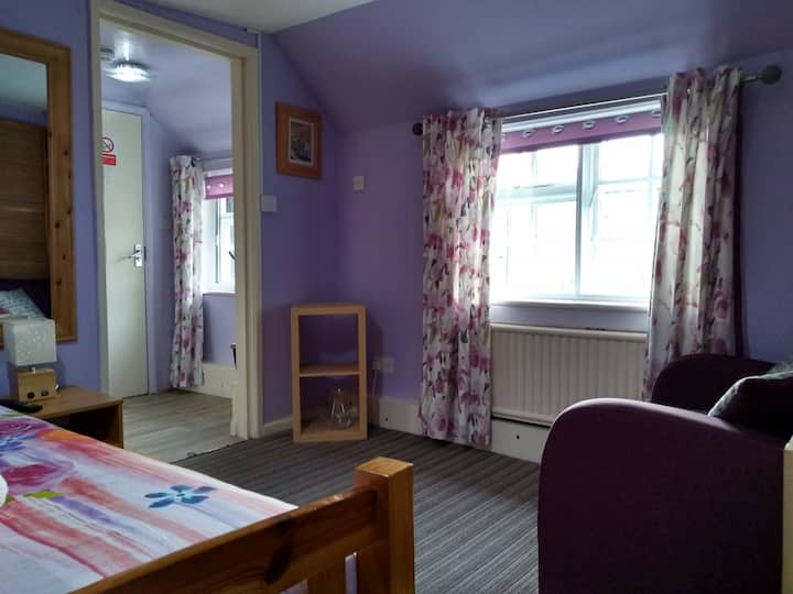 Southwell Central Location, Small Family Room En-Suite