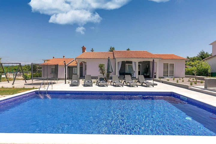 Beautifully furnished Villa Astrid with pool