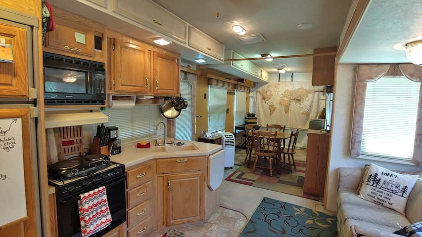 ♥ Great Value • Breakfast I-90 Access • Large RV ♥