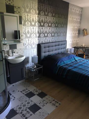 Chambre avec salle de bains à Chambéry