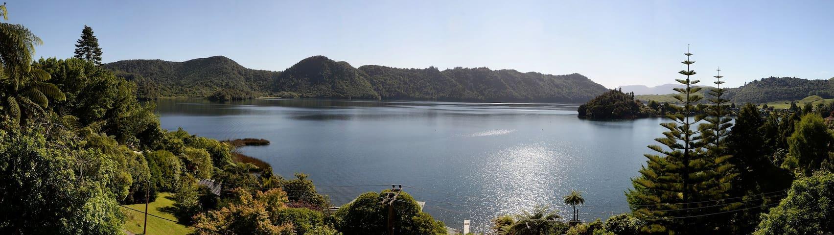 Spectacular Lake Views & Spa Pool
