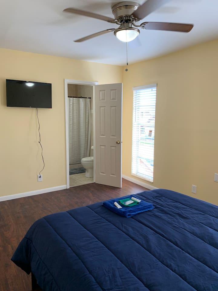 N.Lauderdale Master bedroom & PRIVATE bathroom