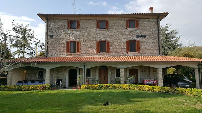Accogliente casa di campagna - Vinchiaturo - วิลล่า