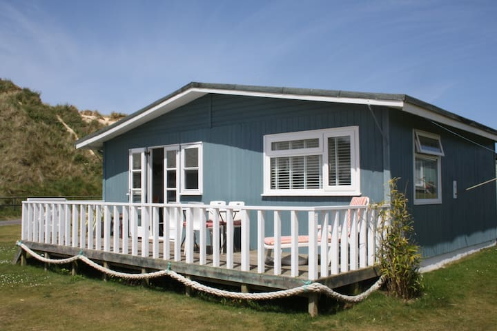 Traditional wooden beach chalet - Cornwall