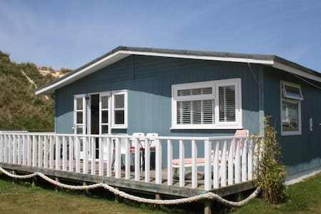 Traditional wooden beach chalet - Cornwall - 牧人小屋