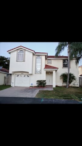 BIG HOUSE IN FRONT OF A LAKE - Cutler Bay - House