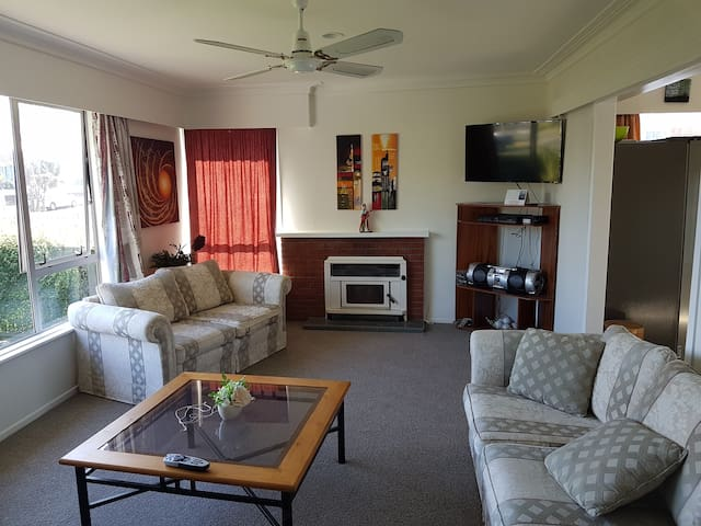 Lovely furnished rooms in Central / South Auckland