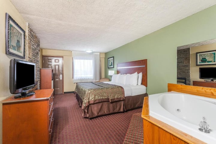 Captivating Suite Double Bed Non Smoking At Pigeon Forge