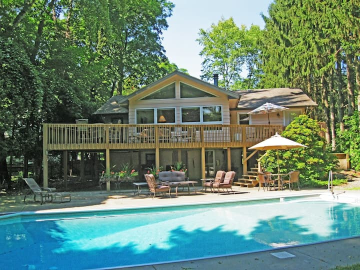 Lovely Family Home w/Backyard/Firepit/Patio/Central AC/Free WiFi/Washer/Dryer!