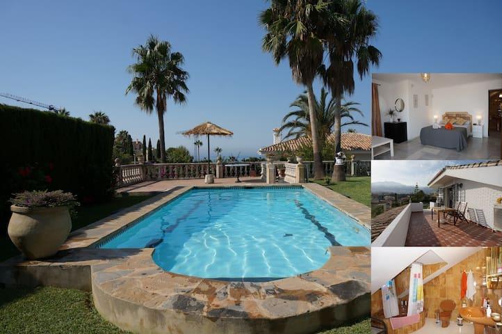 Habitación de lujo en Chalet. Luxury Villa room.