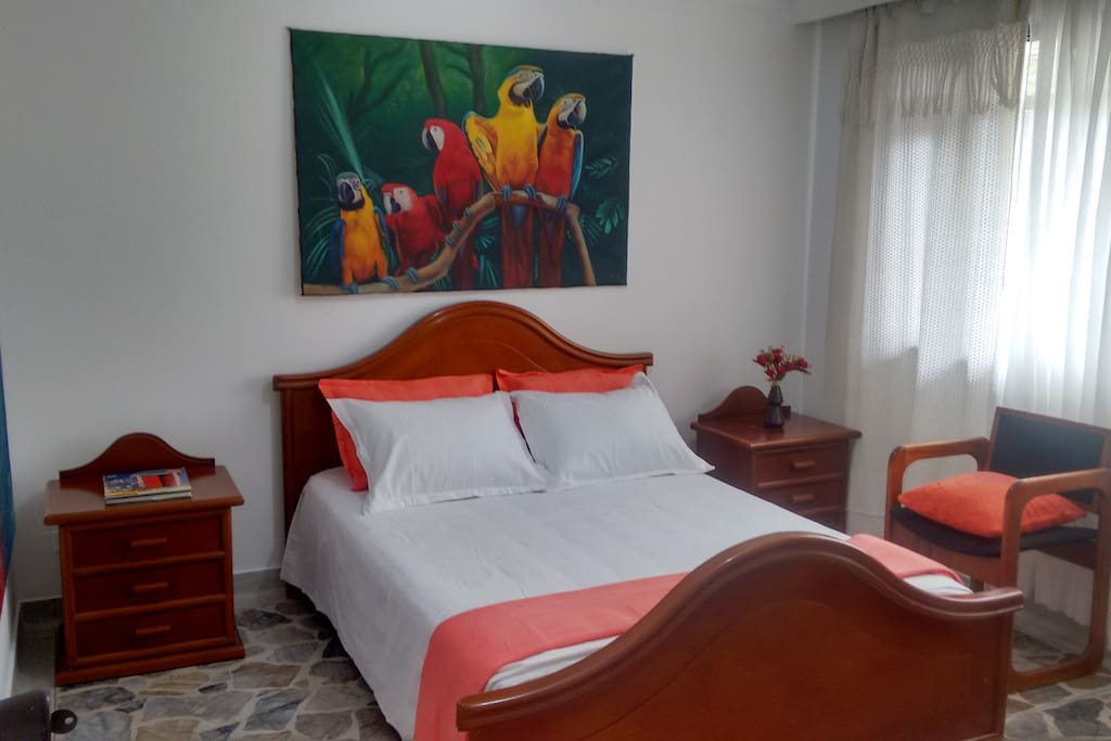 Habitación cama doble, colchón semi ortopédico